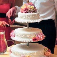 03 Esküvői torta virág díszítés