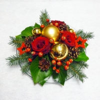 Piros karácsonyi asztaldísz rendezvényre