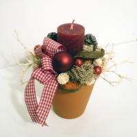 Karácsonyi asztaldísz bordó gyertyával
