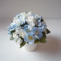 Kék fehér selyemvirágos asztaldísz
