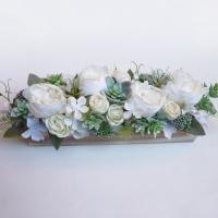 Kövirózsás selyemvirág asztaldísz fa dobozban