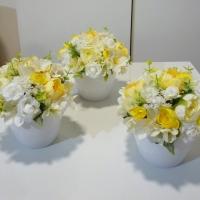 Tavaszi selyemvirág asztaldíszek kaspóban
