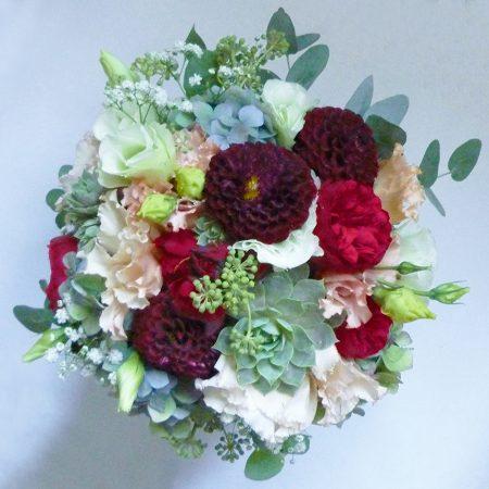 Vintage csokor dáliával, angol rózsával, kövirózsával, eukaliptusszal