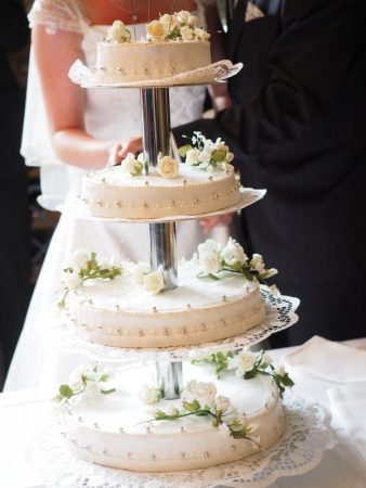 állványos esküvői torta dísíztése