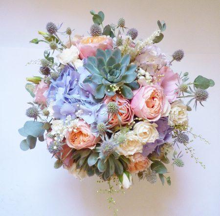 menyasszonyi csokor kövirózsával angol rózsával