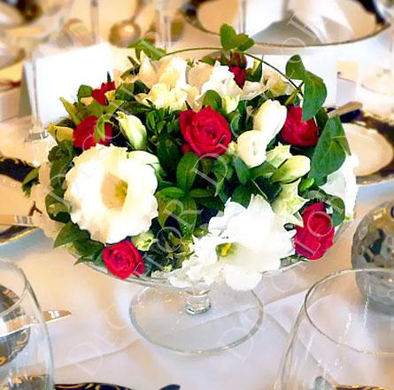 Elegáns piros fehér zöld asztaldísz üveg tálban