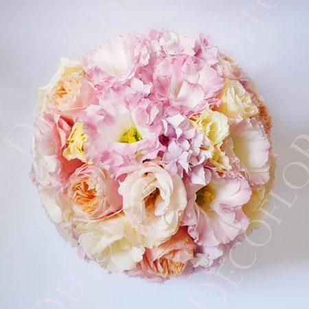 Üde rózsaszín és púder rózsaszín menyasszonyi csokor angol rózsa és liziantusz