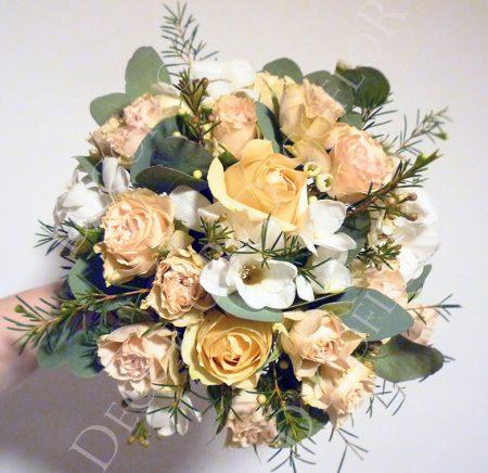 Esküvői csokor eukaliptusszal, vintage hatású