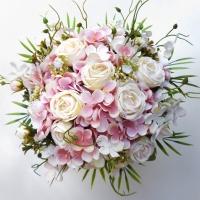 Rózsaszín fehér lazított menyasszonyi csokor
